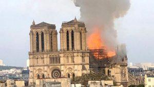 Breaking-news-la-Paris-Arde-Catedrala-Notre-Dame-56197-1555350183
